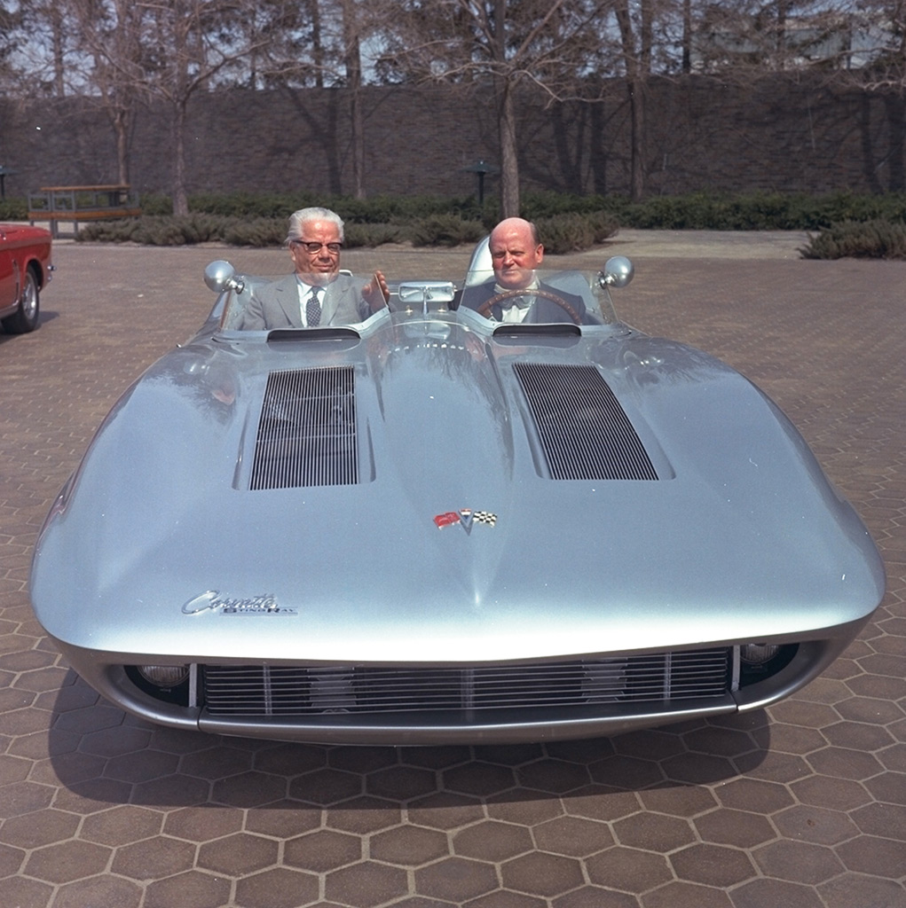 Bill Mitchell discusses his 1959 Sting Ray Racer with Italian designer Battista Pinin Farina